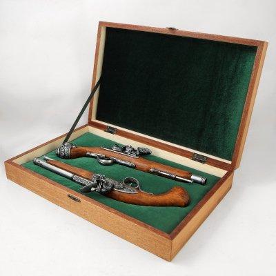 Коробка подарочная для 2-х пистолей Дарек Ц_1102