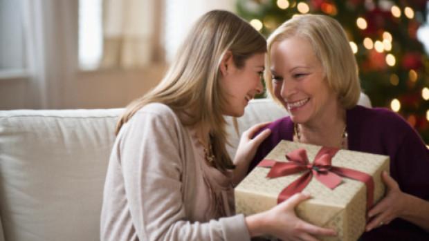 Хороший подарок на новый год родителям своими руками